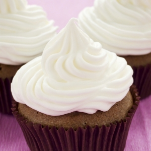 Frost Chocolate Cupcakes with Yolá Whipped Yogurt Topping